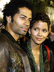 Halle Berry's Hubby Fights over Prenup