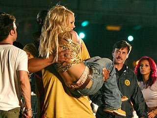 Britney Blows Out Knee, Undergoes Surgery