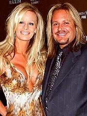 Motley Crue's Vince Neil Marries in Vegas