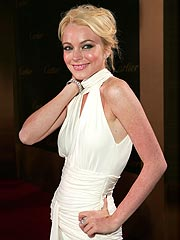 Lohan Pokes Fun at Jessica Simpson