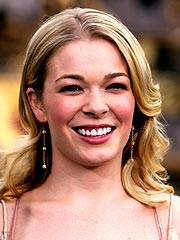 LeAnn Rimes to Undergo Surgery for Leg Injury