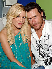 Tori Spelling, Dean McDermott Wed in Fiji