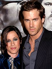 Alanis Ryan Reynolds on Alanis Morissette  Ryan Reynolds Split   Breakups  Alanis