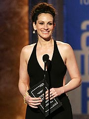 Julia Roberts Shows Humble Side at Tonys