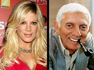 Tori Spelling Home to Ailing Dad's Side
