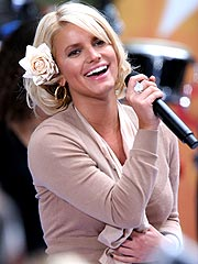 A Hoarse Jessica Simpson Sings on Today