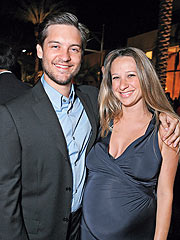 Tobey Maguire, Jennifer Meyer Have a Girl