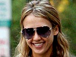 Jessica Alba Steps Out for Shopping and a Salad | Jessica Alba