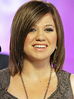 Kelly Clarkson Parts Ways with Her Manager