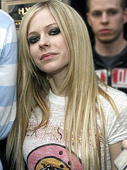 Avril Lavigne Announces Tour