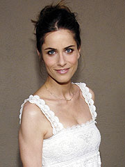 Amanda Peet Tries to Beat Muffin Top