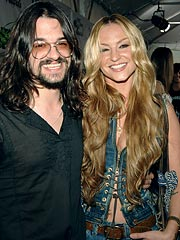 Shooter Jennings & Drea de Matteo Get Engaged – On Stage