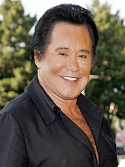 Wayne Newton Cancels Tours Due to Heart Condition