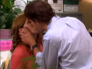 The Office: OMG! Jim and Pam FinallyKiss!