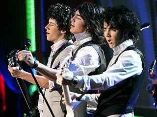 Jonas Brothers Fans Make Noise at Dancing with theStars