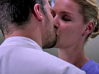 Grey's: Yang Skips Meredith & Smooches Hunt
