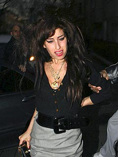 Amy Winehouse Wants to Hit Grammys Despite Hospital Visit