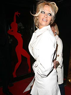 Pam Anderson's Strip Act Gets Very Warm Reception