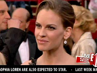 Hilary Swank Takes the Cake &#8211; and Nuts &#8211; into Oscar Ceremony