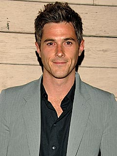 Dave Annable Wants a Sports-Loving Girlfriend