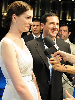Steve Carell&#39;s Red-Carpet Rescue of Anne Hathaway