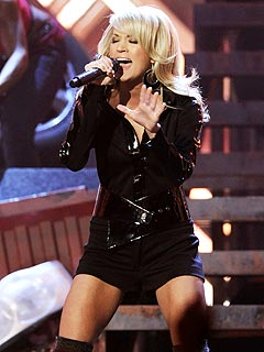 Carrie Underwood Breaks Down During Atlanta Show