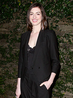 Anne Hathaway Unharmed in Los Angeles Car Accident