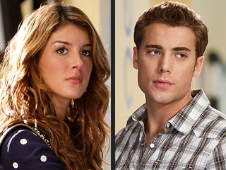 90210: Annie's Call Causes Ethan to Crash!