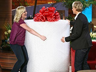 Amy Poehler Bestows Bubble Wrap (and Baby?) on Ellen DeGeneres