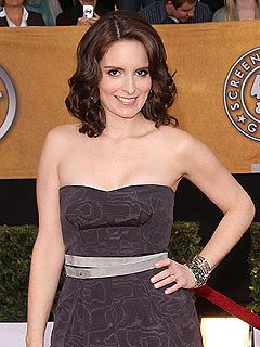 Pregnant Tina Fey Won't Reveal Bump on 30 Rock
