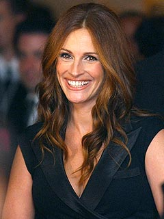 Julia Roberts's Red-Hot Valentine's Day Advice: Ladies, 'Take Your Top Off'