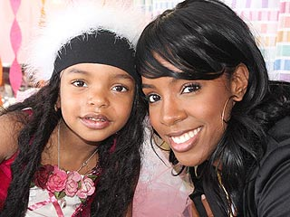 Singer Kelly Rowland Pays Birthday Visit to Ailing Girl