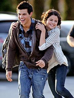 New Couple Alert: Taylor Lautner & Selena Gomez!