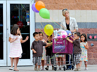 Kate Gosselin Steps Out with the Eight