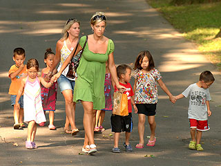 Kate Gosselin Visits Amish Farm, Radiologist on Jon & Kate Plus 8