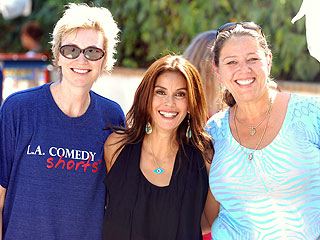 Teri Hatcher Hosts Hollywood-Style Garage Sale
