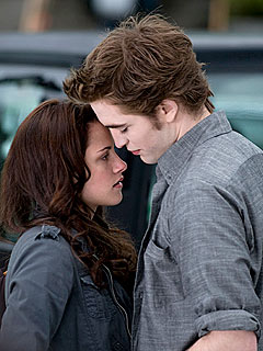 Robert Pattinson Excited for Breaking Dawn's 'Pillow-Biting' Sex Scene