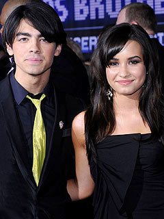 Demi Lovato Denies Dating Joe Jonas