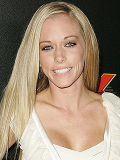 Kendra Wilkinson Becomes a Mom