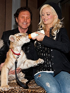 Spotted: Holly Madison Bonds with a Fuzzy Tiger Cub