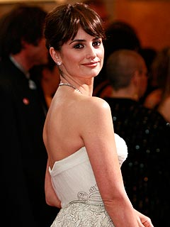 Penélope Cruz Dodges Engagement Questions