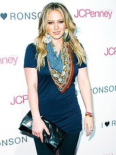 Hilary Duff Catches Up with Friends over Dinner