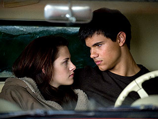 Kristen Stewart: Taylor Lautner Grew Up During New Moon