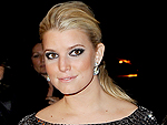 Jessica Simpson Warms Up with Scotch at Outdoor Dinner | Jessica Simpson
