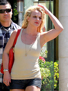 Britney Spears Goes Shopping – for Lingerie