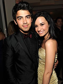 Joe Jonas and Demi Lovato Fans Take Over Twitter