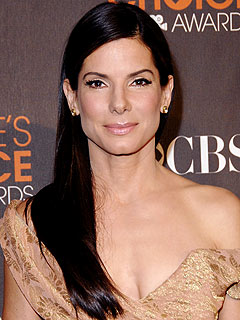 Sandra Bullock Steps Out to Visit a 'Dear Friend'