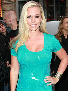Kendra Wilkinson Reveals Her Long-Distance Marriage Secret: Sexting