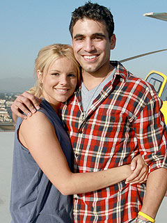Bachelorette&#39;s Ali Fedotowsky & Roberto Martinez: First Christmas Together