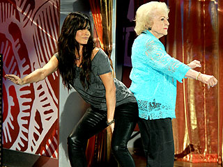 Sandra Bullock & Betty White 'Get Low' at Teen Choice Awards